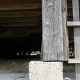 107 柱と基礎石とのズレ 8cm