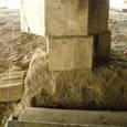 175 柱脚損壊 柱と基礎石とのズレ