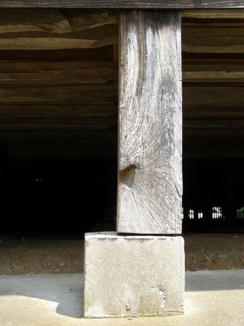 104 柱と基礎石とのズレ 7cm