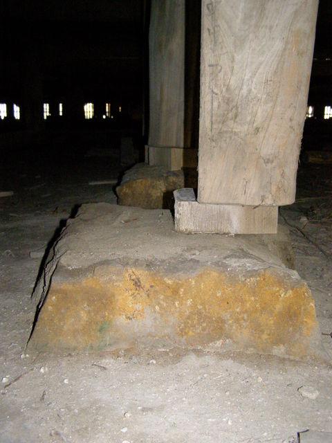 114 柱と基礎石とのズレ