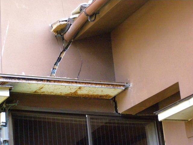 137 外壁モルタル亀裂