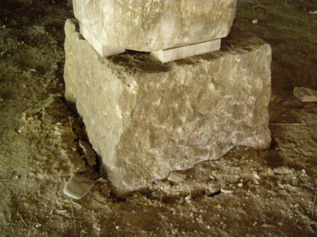 161 基礎沈下 柱と基礎石とのズレ