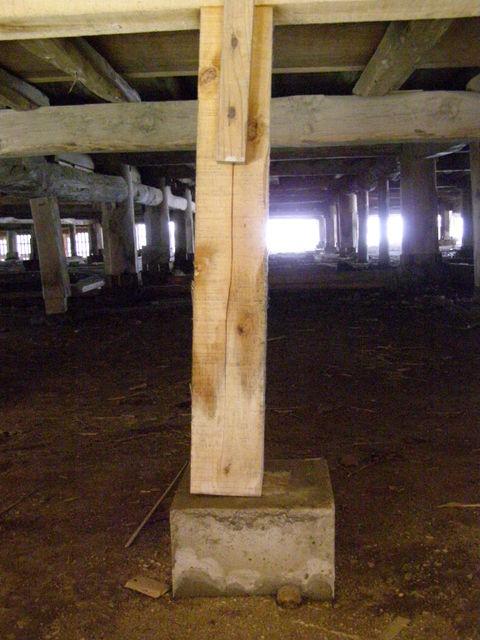 184 床束と基礎石とのズレ