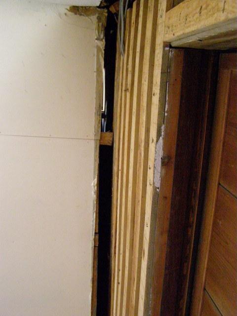 502 本堂と廊下の隙間