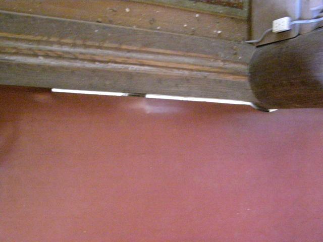 519-1 床の隙間